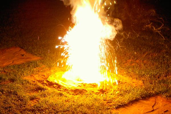 Горящая термитная смесь, относящаяся к зажигательным составам