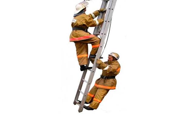 Процесс эксплуатации трехколенной пожарной выдвижной лестницы