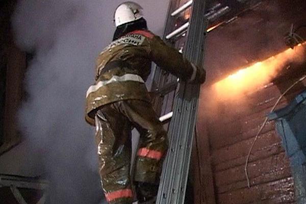 Применение трехколенной пожарной выдвижной лестницы при пожаре