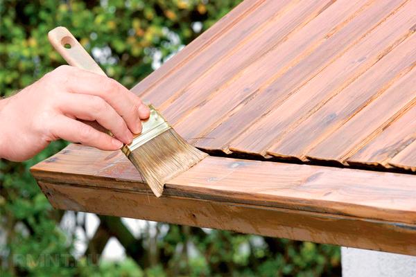 Применение антипирена для деревянной крыши