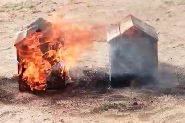 Сравнение результата воздействия огня на дерево обработанное антипиреном с обычным
