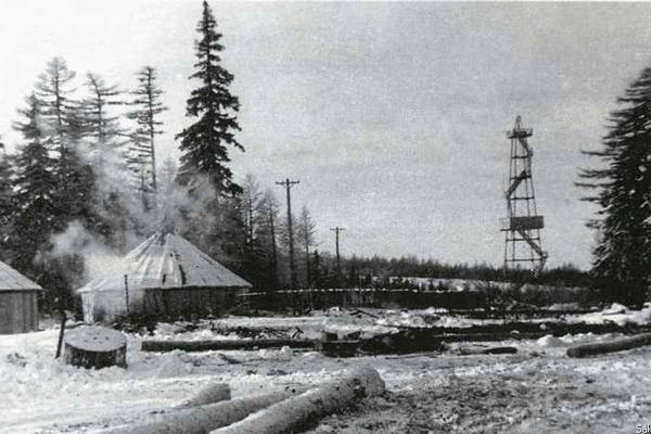Пожарная вышка на месторождении нефти