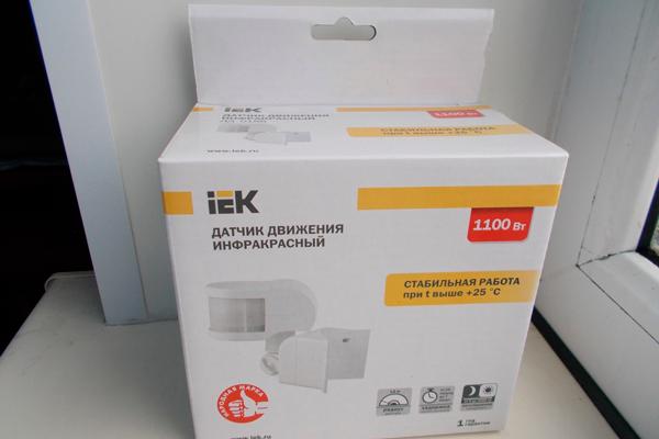 Угловой датчик движения IEK ДД 018В в коробке