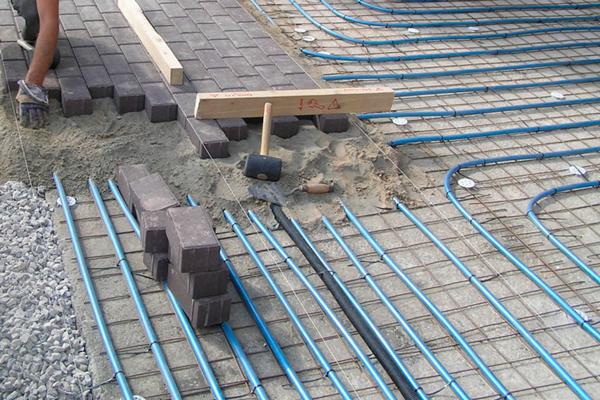 Процесс укладки нагревательных кабелей
