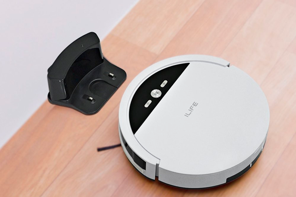 Процесс автоматической зарядки робота-пылесоса iLife V4