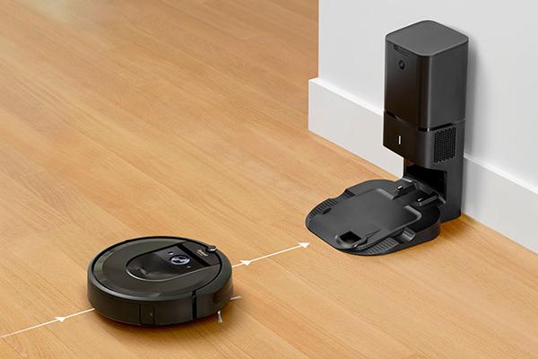 Процесс автоматической зарядки робота-пылесоса iRobot Roomba i7+