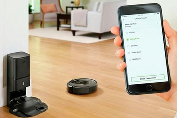 Управление роботизированным пылесосом iRobot Roomba i7+ с помощью смартфона